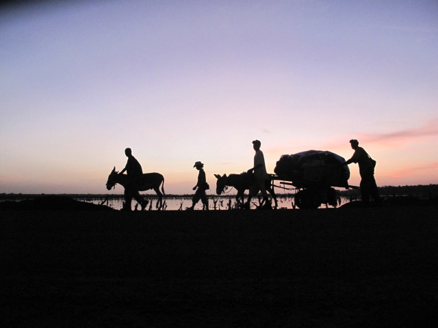 Dawn: The team Leave the village of Khalaji, The Gambia, West Africa, 2009. Image © Jason Florio