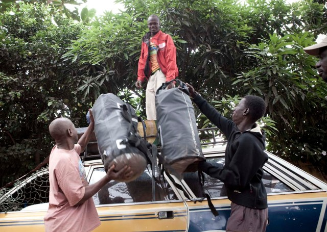 Overboard bags on top of yet another vehicle - Hore Dimma, Guinea © Jason Florio