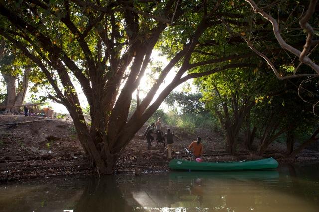 Bantaco arrival-canoe_3338